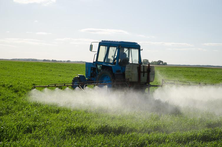 Action renforcée contre les produits chimiques agricoles