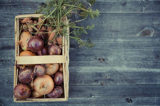 Un panier de légumes bio