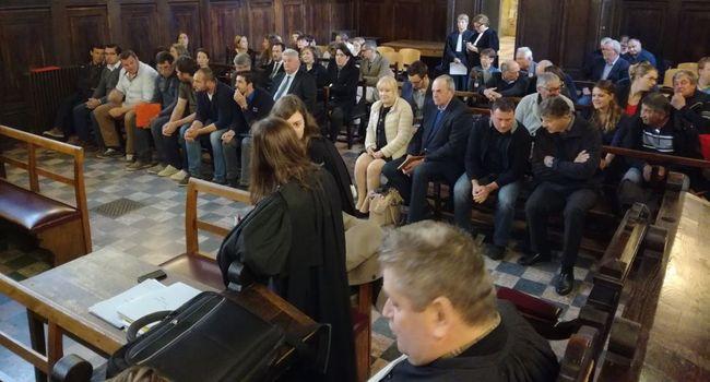 À l'intérieur du tribunal d'Auch, les accusés du Moura écoutent leur verdict