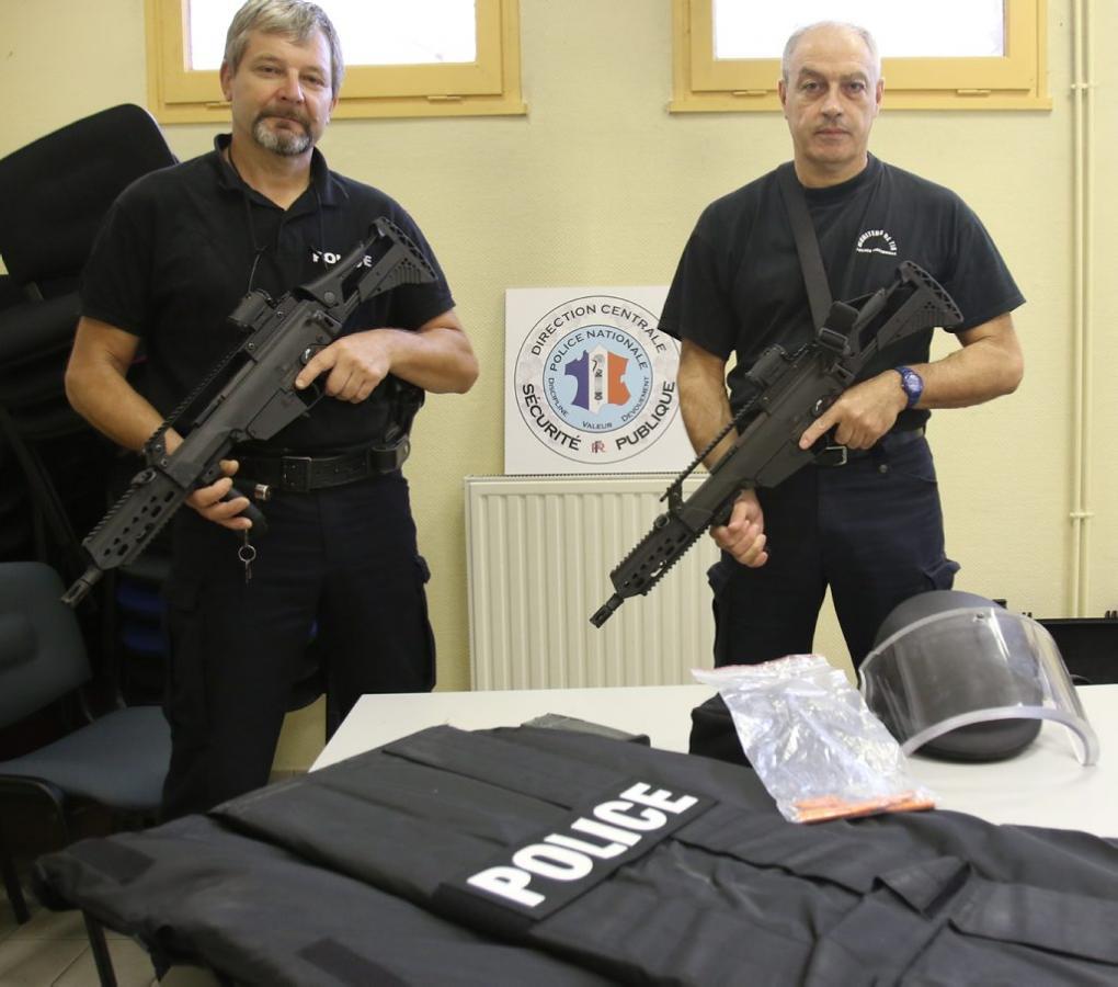 Policiers gersois testant le matériel «tuerie de masse»